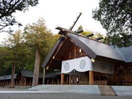 現在の社殿は1978(昭和53)年に再建されたもの