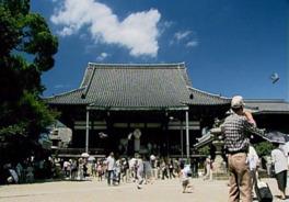 広い境内が印象的な法然上人二十五霊跡の霊場