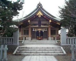 札幌市街地、豊平川にも近い中島公園内にある