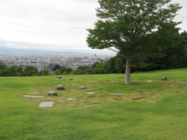 山形市街地が見渡せる園内の感動の丘