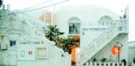 スペイン風の建物自体が最大の作品でもある