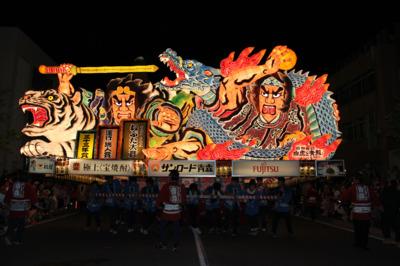 青森ねぶた祭 ハネトになって祭を100倍楽しむ 毎年300万人を超える人出で賑わう東... |夏