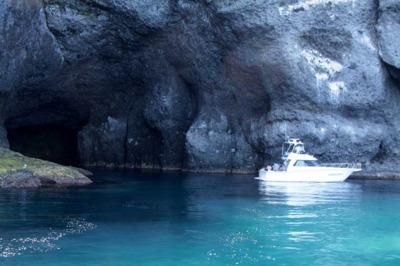小樽港マリーナ ボートクルージング窓岩クルーズ(青の洞窟)
