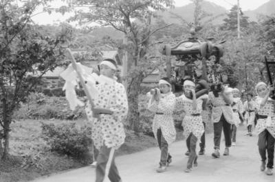 テーマ展「33年前の田の神祭り 子供神輿」