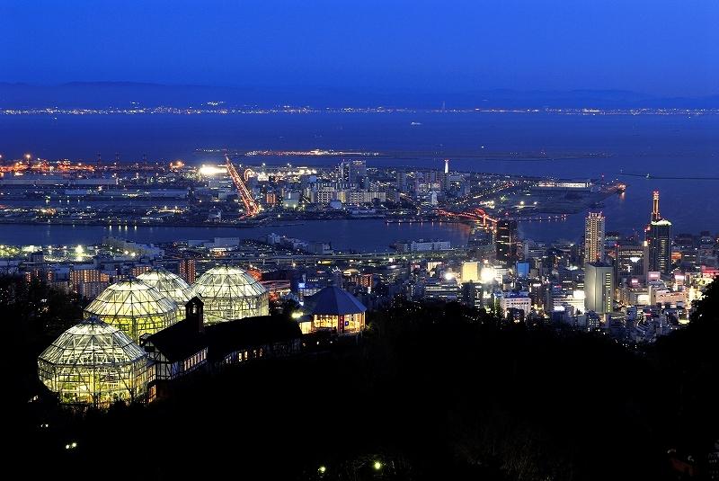 展望プラザからグラスハウスや神戸市街を望む