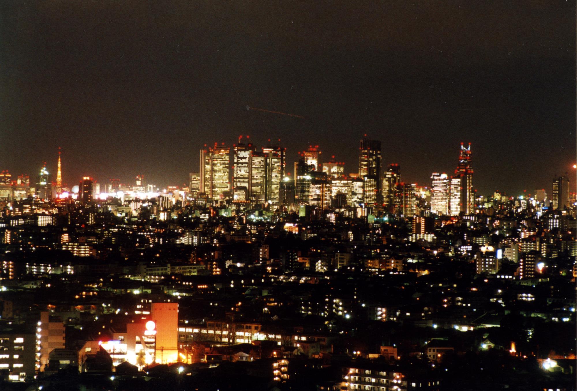 展望ロビーから南東方向に、東京タワー、新宿副都心を望む
