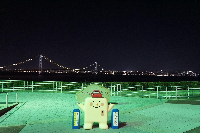 展望台のハートライトゲートと明石海峡大橋