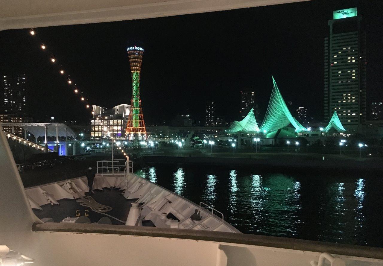 ルミナス神戸船内から見たメリケンパーク