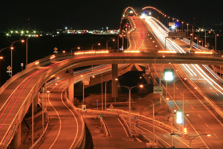 東京湾の真ん中から対岸の灯りを望む