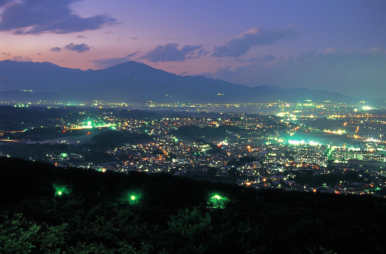 湘南の夜景を楽しめる県下でも有数の夜景名所