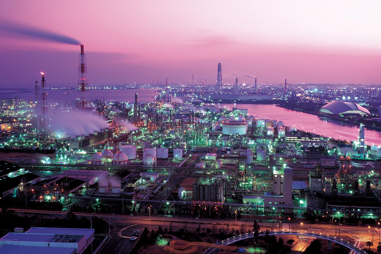 日本七大工場夜景の一つとして、写真愛好家からは「聖地」と呼ばれている