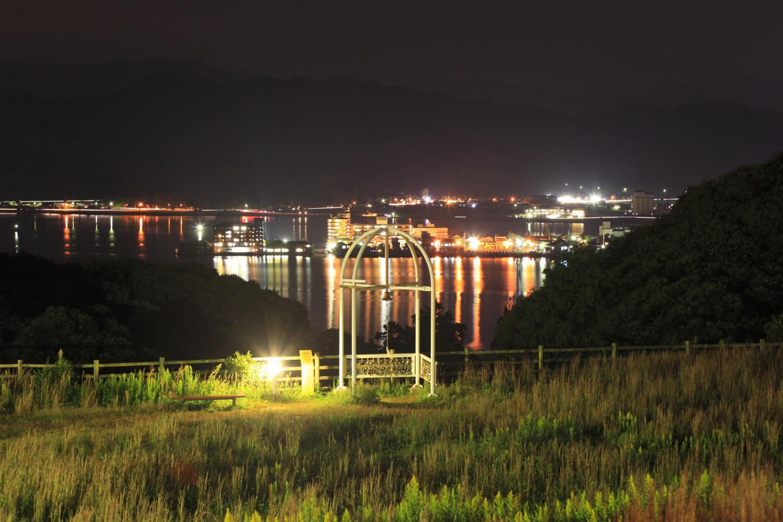 東郷池を望む南方向の夜景