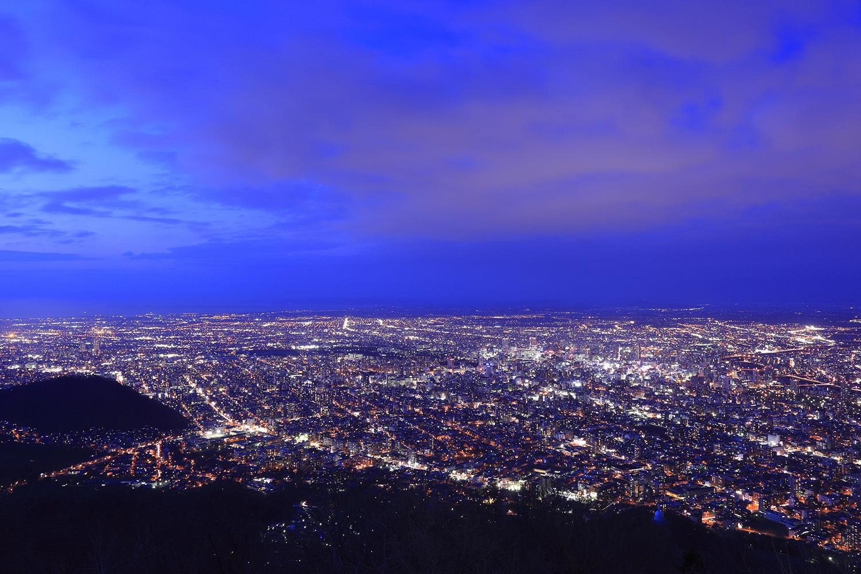 山頂展望台からの絶景で最高な夜を