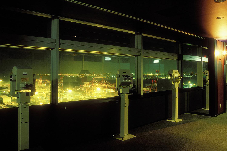 夜もこうこうと輝く青海コンテナ埠頭周辺