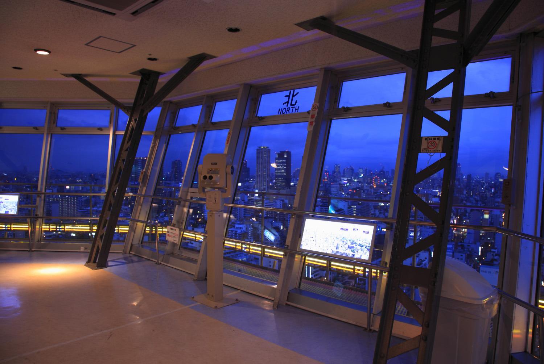 大阪市内の夜景を手に取るように眺められる