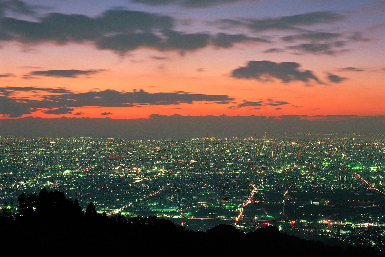 大阪平野の大パノラマが広がる