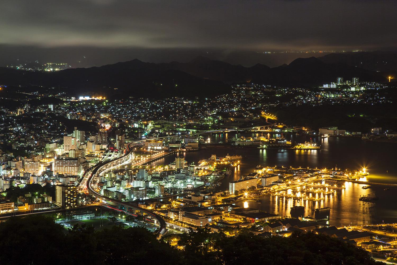 佐世保港を眼下に見渡す夜景は必見