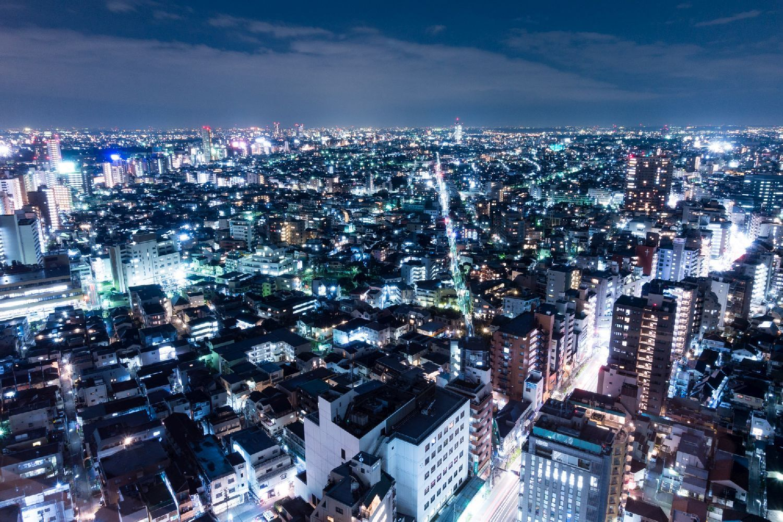 展望ロビーからは東京西部から横浜方面にかけての夜景が一望できる