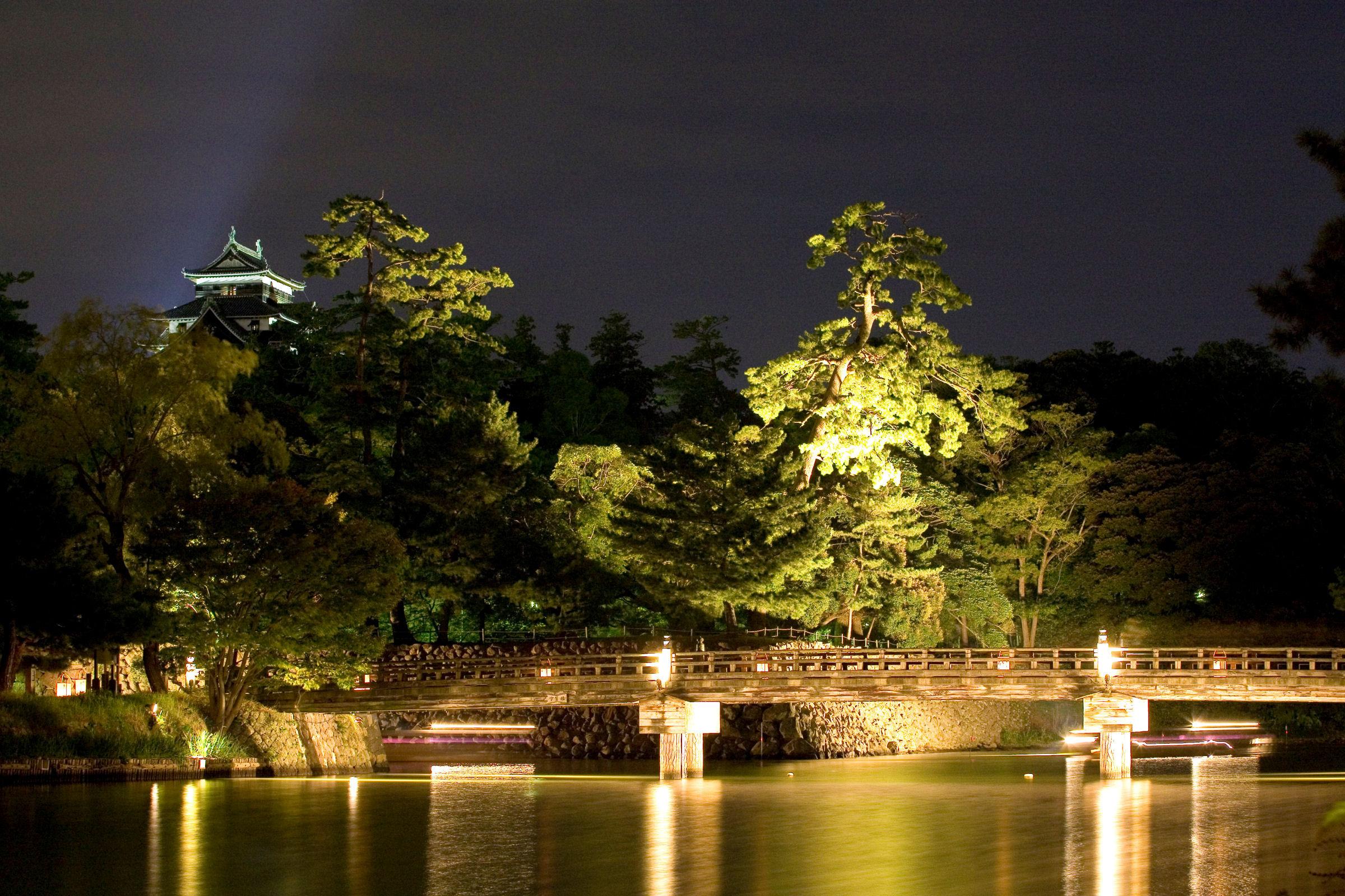 公園の外からでも美しい夜景が見られる
