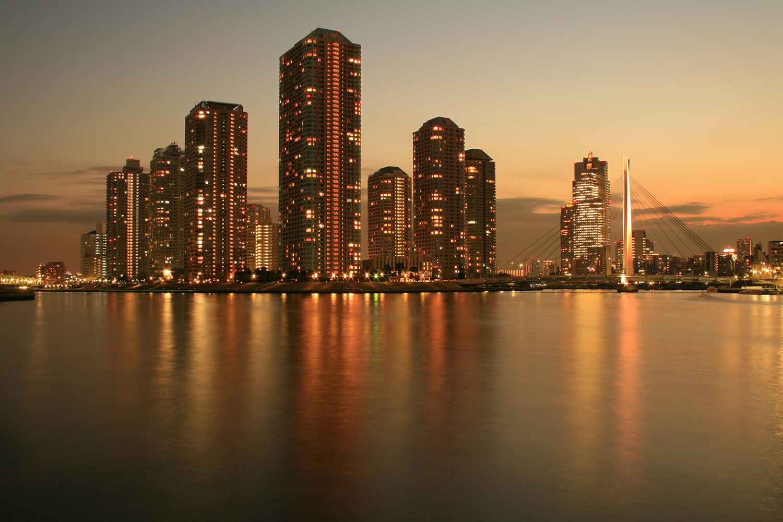 高層マンション群の明かりはニューヨーク・マンハッタンを思わせる