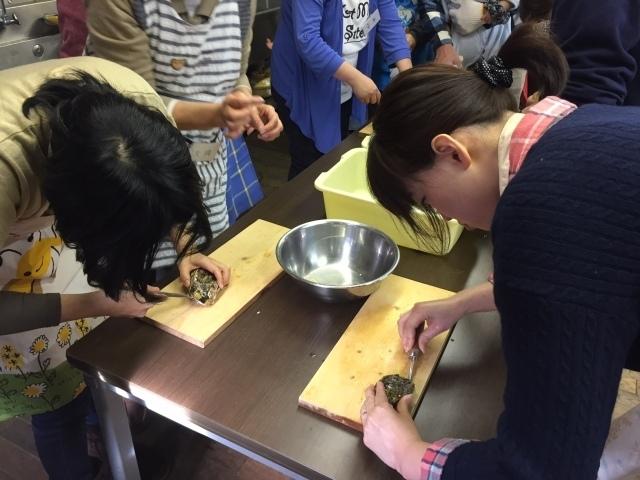 旬の浦村カキを味わう!カキむきと簡単カキ料理