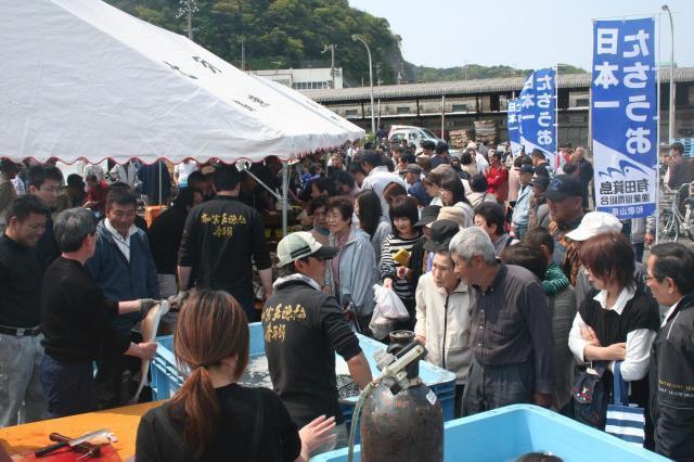 箕島漁港とれピチ朝市(4月)