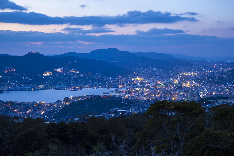 展望台からは長崎港の夜景が一望できる