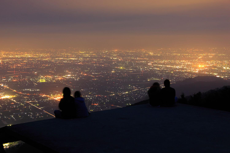静かに夜景が見れるためカップルに人気
