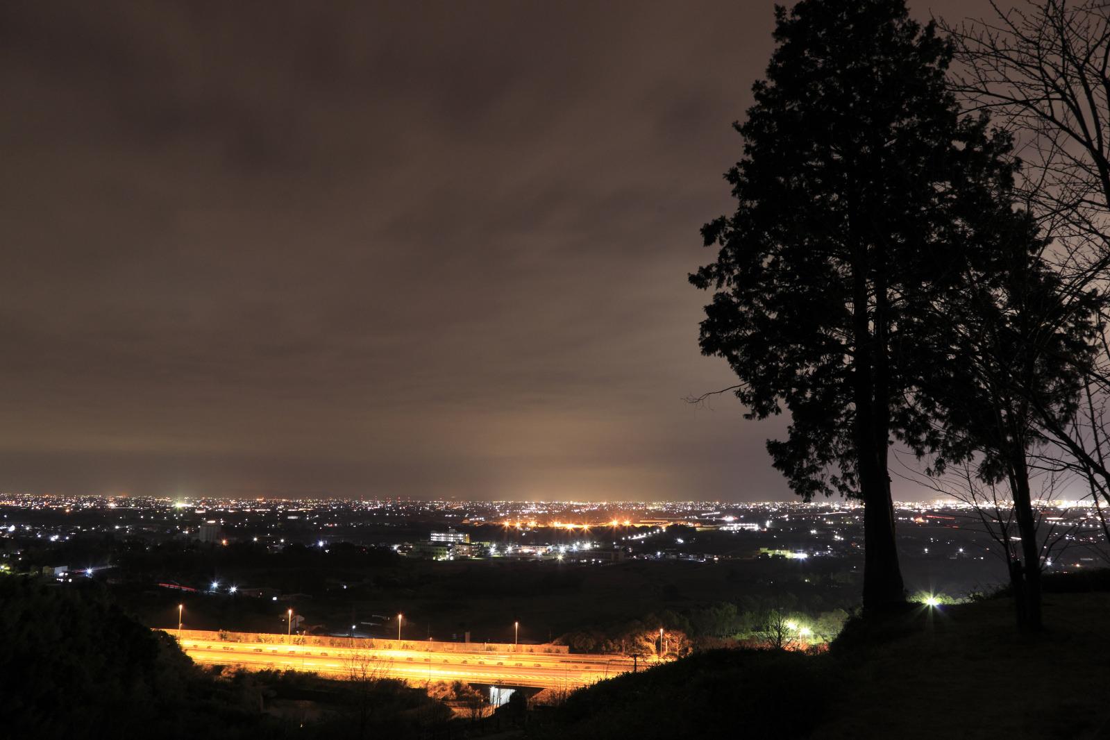 静かに夜景を見ることができる